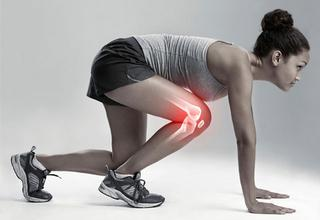 woman in a running stance with knee anatomy highlighted