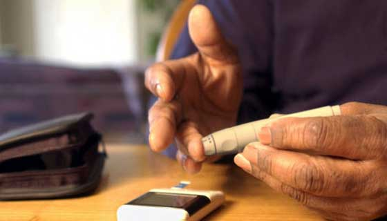 Glucometer device to check blood sugar