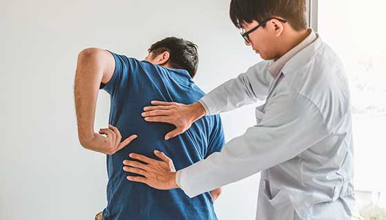 Spine doctor consulting with patient about back problems