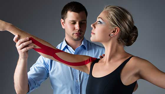 injured ballet dancer with therapist