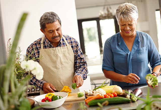 Couple prepares produce on the kitchen counter