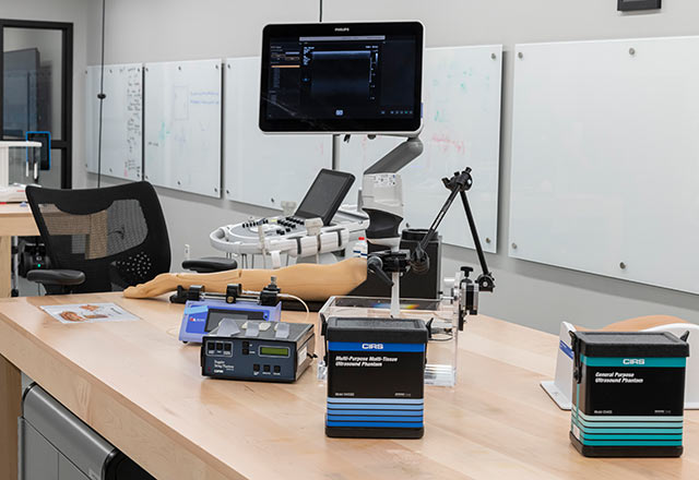 Mobile equipment surrounding a model of the arm