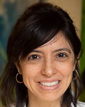 Headshot of Maria Raquel Nunes