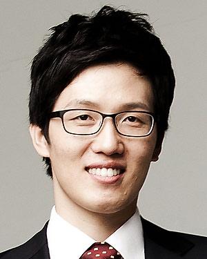Headshot of Tae-In Kam