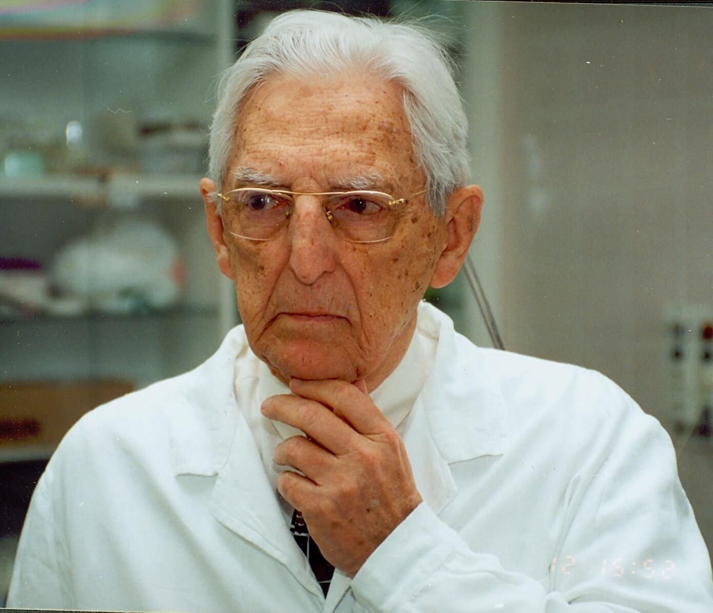 Howard W  Jones Jr , Pioneer in Reproductive Medicine, Dies