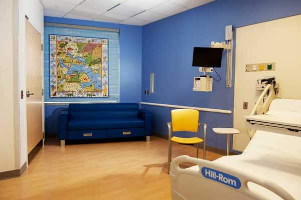 An image of a patient room with a sleeper sofa