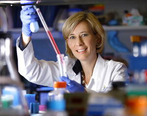 photo of Dr. Charlotte Sumner working in a lab