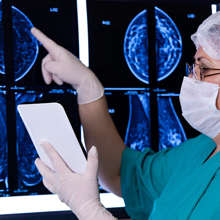 Radiologist reads mammogram report